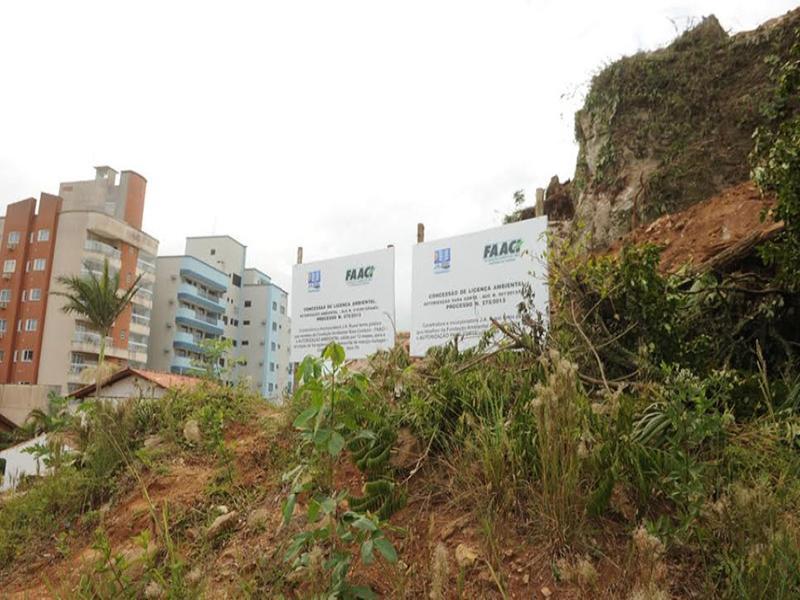 Tribunal Regional Federal suspende embargo �s obras no ?Morro do Castelinho?, em Itapema