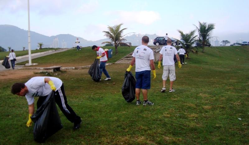 APM Terminals Itaja� mobiliza-se para o Clean Up The World neste final de semana