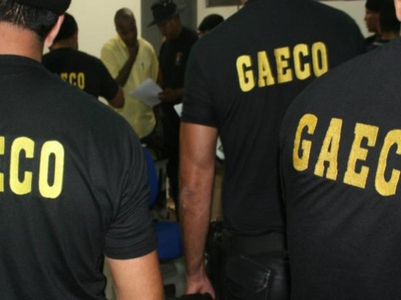 Pol�cia e MP realizam batida na prefeitura de Balne�rio Cambori�